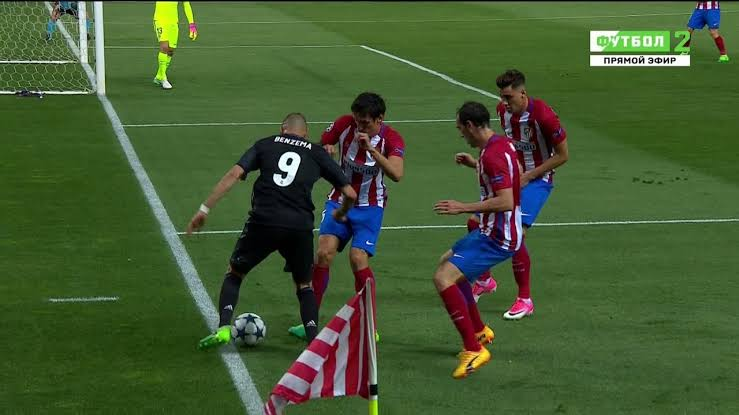 Benzema dropping out wide vs Athletico Madrid